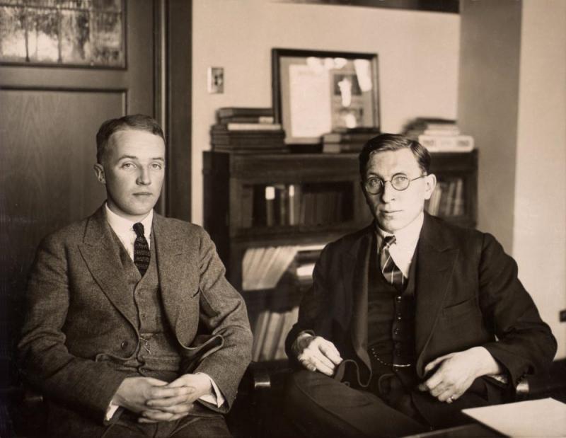 Charles Best i Frederick Banting około roku 1924