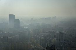 Co się dzieje w Warszawie: to smog czy mgła?