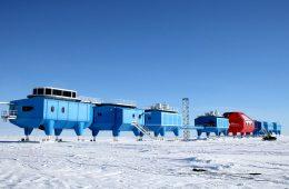 Dziwna stacja na Antarktydzie ucieka przed pękającym lodem