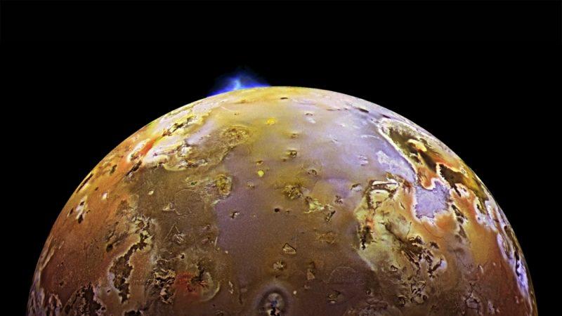 Potężna erupcja wulkaniczna na Io, księżycu Jowisza. Zdjęcie zrobione przez sondę New Horizons. Fot. NASA