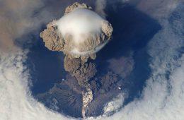 Zrodzone z popiołu i lawy – jak powstają wyspy wulkaniczne?