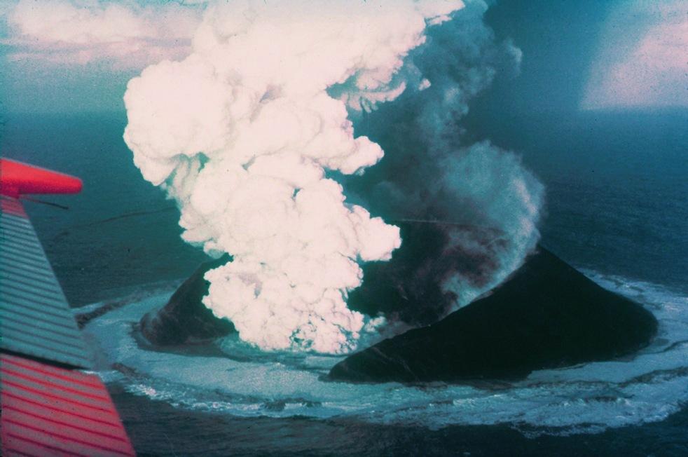 Tak rodziła się wyspa Surtsey w 1963 roku