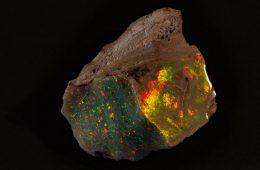 """Oto najpiękniejszy nieszlifowany opal świata. """"Ogień Australii"""""""