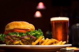 Dlaczego po alkoholu tak bardzo chce się jeść?