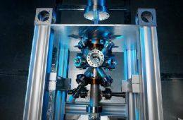 W Polsce uruchomiono jeden z najdokładniejszych zegarów atomowych – fontannę cezową