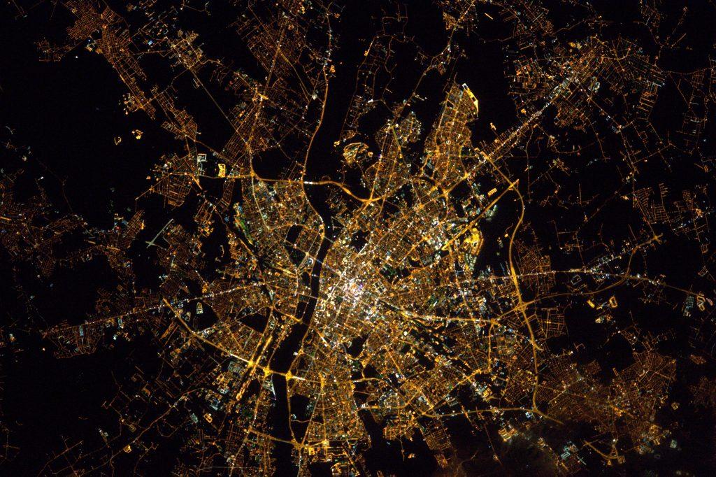 Warszawa widziana z Międzynarodowej Stacji Kosmicznej 25 stycznia 2017 roku. Fot. Thomas Pesquet, ESA
