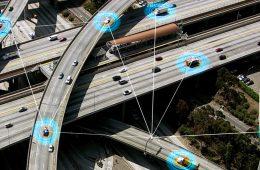 Superszybki internet 5G – twoja komórka go nie potrzebuje, ale za to samochód – bardzo