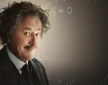 """Geoffrey Rush jako Albert Einstein w """"Geniuszu"""". Fot. National Geographic"""