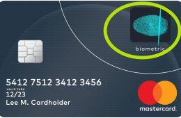 Karta z autoryzacją odciskiem palca. Fot. Mastercard