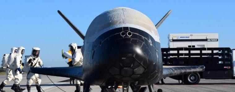 Wahadłowiec X-37B po powrocie na ziemię z najdłuższej misji. Fot. U.S. Air Force