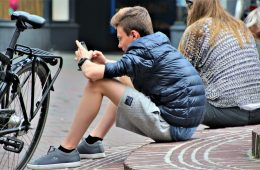 Instagram dołuje nastolatki, YouTube wręcz przeciwnie