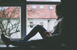 Zaskakujące zalety smutku, czyli dlaczego warto pielęgnować zły nastrój