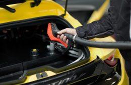 Bateria w płynie może zastąpić benzynę i błyskawicznie ładować samochody elektryczne