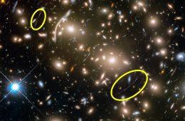 To zdjęcie dowodzi, że Einstein miał rację. I że wielka masa wygina czas i przestrzeń