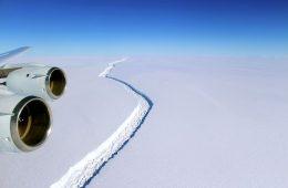 Od Antarktydy oderwała się góra lodowa 11 razy większa od Warszawy