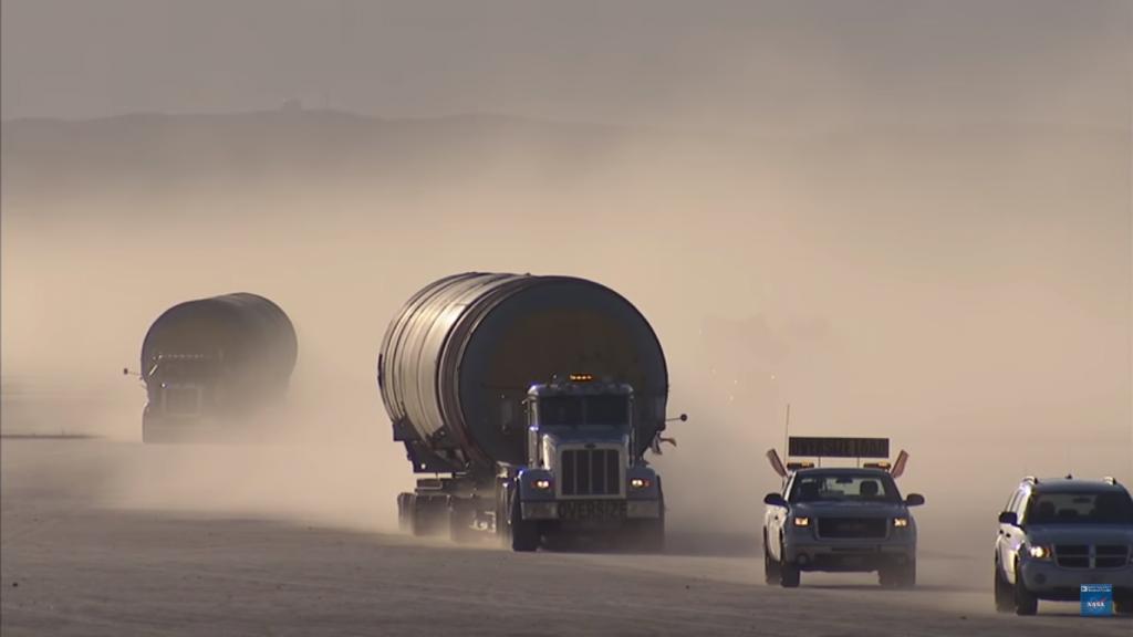 Transport rakiet na paliwo stałe. Fot. NASA Armstrong Flight Research Center/YoutTube