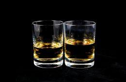 Whisky lepiej smakuje z wodą, a chemicy właśnie to potwierdzili