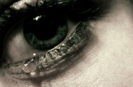 Udało się uzyskać elektryczność z… łez – jak to możliwe?