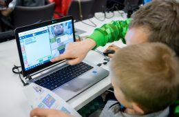 Minecraft – niezwykle mądra gra, w którą w czasie Świąt powinniście zagrać z dziećmi