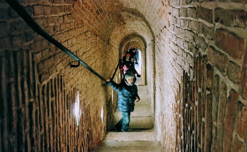 W XVII-wiecznym tunelu łączącym Arkady Kubickiego z Zamkiem Królewskim. Fot. Crazy Nauka