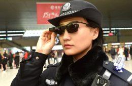 Chińska policja ma okulary rozpoznające twarze przechodniów