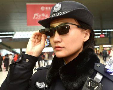 Chińskie okulary z systemem rozpoznawania twarzy. Fot. CHINA News Service