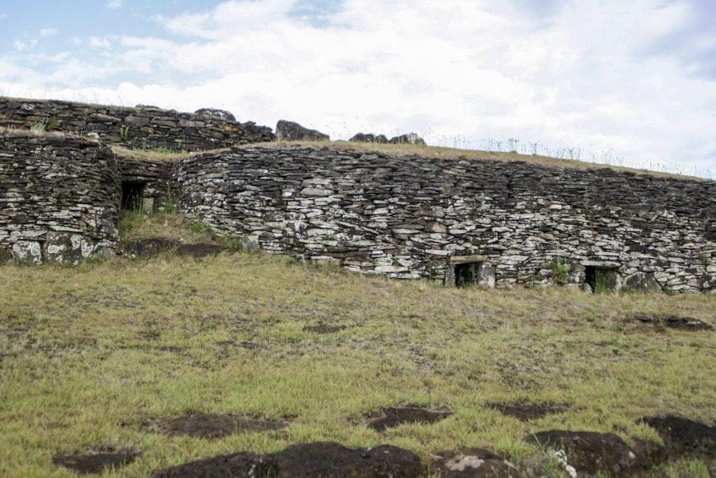 Rytualna wioska Orongo fot. Zuzanna Jakubowska-Vorbrich