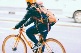 Ile zyskasz przesiadając się z samochodu na rower – twarde liczby z kalkulatora