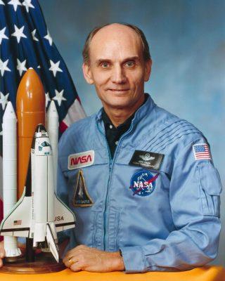 Senator Jake Garn. Nie wymiotuje. Fot. NASA