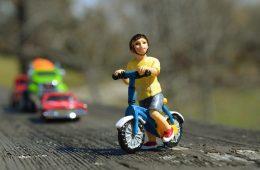 Staruszkę czy dziecko? Kogo ma zabić autonomiczny samochód w razie wypadku?