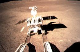 Chińska sonda Chang'e 4 wylądowała po niewidocznej stronie Księżyca. Przesłała pierwsze zdjęcia