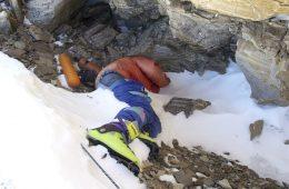 Everest: spod topniejących lodowców wyłaniają się ciała himalaistów