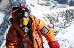 W kolejce na Everest zmarło co najmniej 10 osób