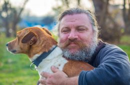 Czy brodaci mężczyźni NAPRAWDĘ są brudniejsi od psów?