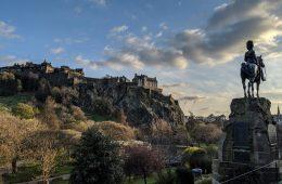 edinburgh-castle-scotland_1-male