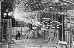 """Tesla pod wyładowaniami elektrycznymi, czyli XIX-wieczny """"Photoshop"""""""