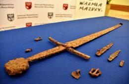 Miecz, prawdopodobnie z bitwy pod Grunwaldem, odnaleziony pod Olsztynem
